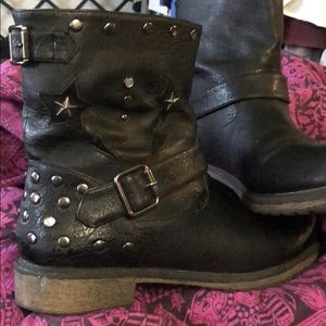 Rocket Dog Black star and stud boots 8.5